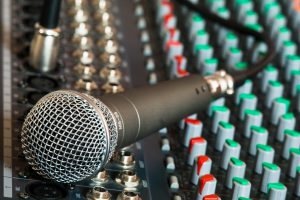 microphone-626032_960_720